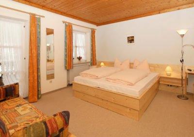 Komfortdoppelzimmer mit Balkon - Pension Sonnleitn - Urlaub mit Hund in Zwiesel